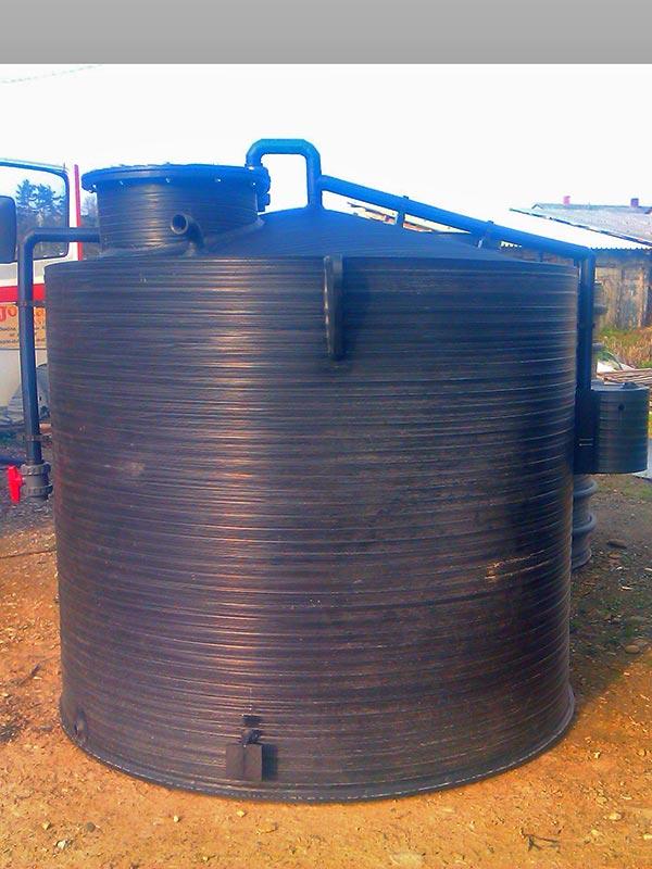 Plasticni-rezervoar-sa-duplim-zidom-3000l